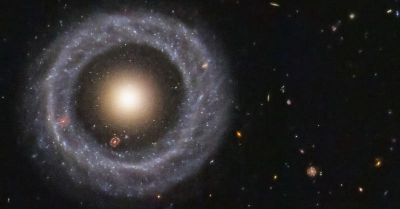 https: img.okezone.com content 2019 11 30 56 2136482 teleskop-luar-angkasa-hubble-tangkap-objek-galaksi-cincin-udAQEgi88L.jpg