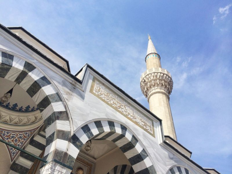 https: img.okezone.com content 2019 11 30 614 2136350 islam-diterima-di-jepang-jumlah-muslim-dan-masjid-kian-bertambah-9sGsj2CDmA.jpg