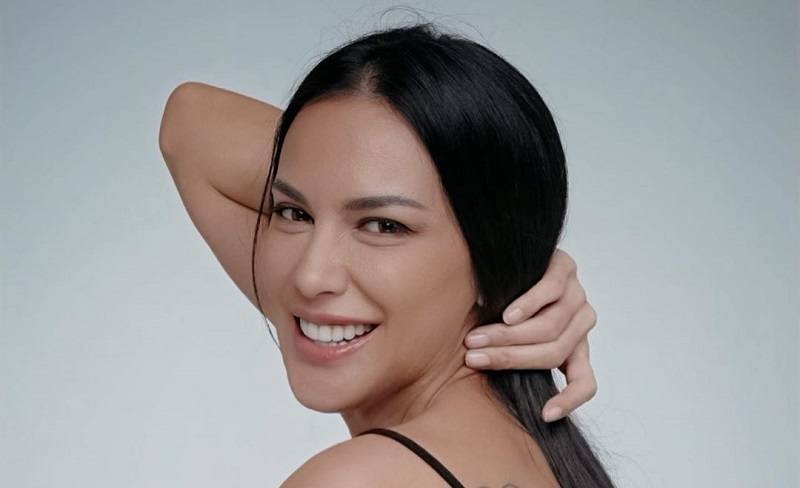 https: img.okezone.com content 2019 12 02 194 2136856 intip-seksinya-sophia-latjuba-pakai-lingerie-sukses-bikin-kaum-hawa-iri-55KAo9HqQ8.jpg
