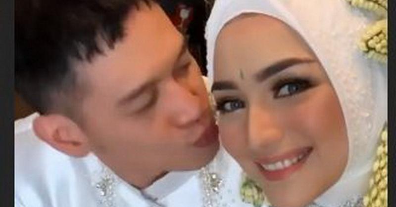 https: img.okezone.com content 2019 12 02 33 2136785 resmi-menikah-ini-unggahan-perdana-pasangan-citra-kirana-dan-rezky-aditya-J40vWqGCUv.jpg