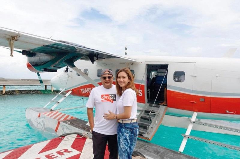 https: img.okezone.com content 2019 12 02 406 2137094 romantisnya-liburan-maia-estianty-dan-suami-ke-maldives-semakin-bahagia-CMflGmBea9.jpg