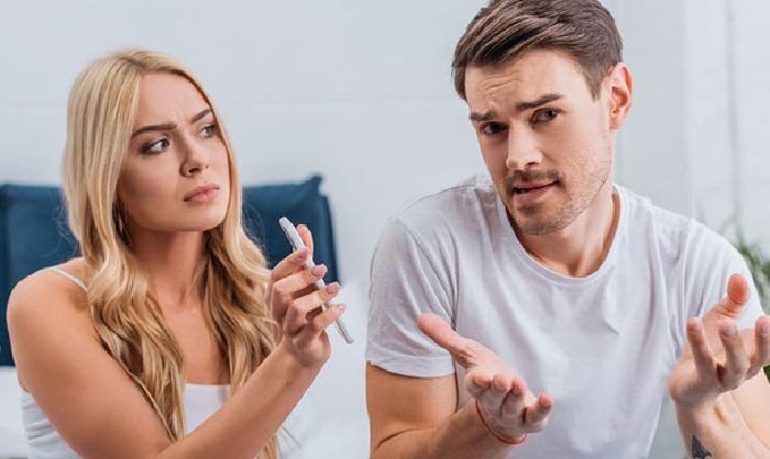 https: img.okezone.com content 2019 12 03 196 2137567 pasangan-lebih-dekat-dengan-teman-perempuannya-perhatikan-tujuh-tanda-ini-mDe6kTZxsl.jpg
