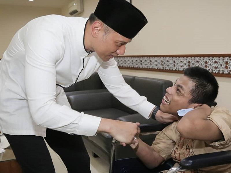 https: img.okezone.com content 2019 12 03 196 2137591 kenang-ani-yudhoyono-ahy-bagikan-kisah-inspiratif-di-hari-disabilitas-internasional-8Wv6Afm7Dw.jpg