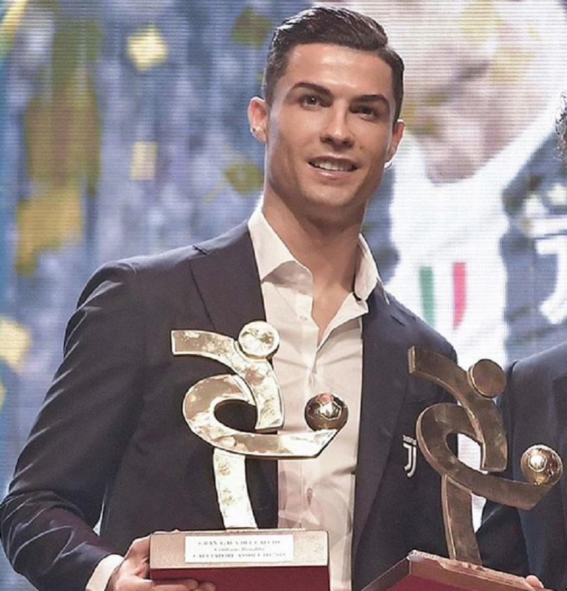 https: img.okezone.com content 2019 12 03 47 2137204 gagal-raih-ballon-dor-ronaldo-sabet-penghargaan-pemain-terbaik-liga-italia-AehCvwq0ex.jpg