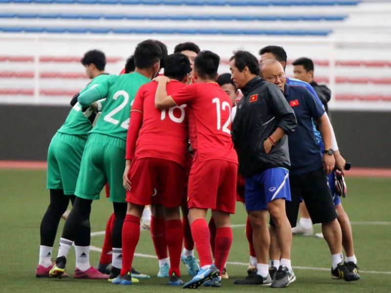 https: img.okezone.com content 2019 12 03 51 2137605 vietnam-taklukkan-singapura-1-0-grup-b-sea-games-2019-memanas-iOcCI2pMqS.jpg