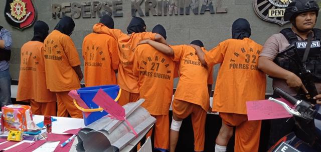 https: img.okezone.com content 2019 12 03 525 2137600 7-pembobol-belasan-minimarket-di-cirebon-ditangkap-polisi-9GkbrYc6al.jpg