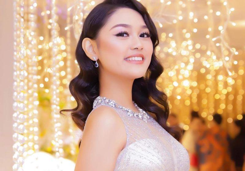 https: img.okezone.com content 2019 12 04 194 2138026 pamerkan-batik-saat-karantina-miss-world-princess-megonondo-tuai-pujian-netizen-zbm0Gc6fPH.jpg