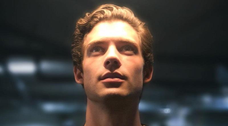 https: img.okezone.com content 2019 12 04 206 2138085 aktor-ini-dikabarkan-gantikan-henry-cavill-untuk-peran-superman-BgdNJkf7M7.jpg