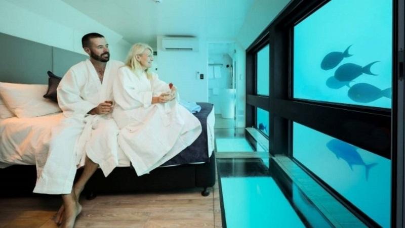 https: img.okezone.com content 2019 12 04 406 2137732 intip-mewahnya-hotel-bawah-laut-pertama-di-australia-rp7-6-juta-per-malam-v1YpiWfzBc.jpg