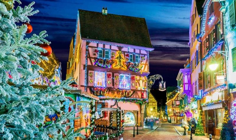 https: img.okezone.com content 2019 12 04 470 2137875 12-kota-ini-jadikan-festival-natal-sebagai-devisa-negara-pLcLLQJYly.jpg