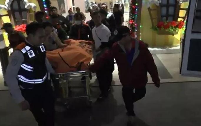https: img.okezone.com content 2019 12 04 519 2137724 pria-tewas-mengenaskan-usai-terjatuh-dari-lantai-4-mal-di-surabaya-YOtjHZOn55.JPG
