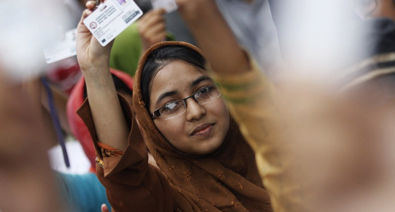 https: img.okezone.com content 2019 12 05 320 2138445 menggiurkan-pekerja-freelance-bangladesh-hasilkan-rp1-3-triliun-per-tahun-Ov7oCj4Urf.jpg