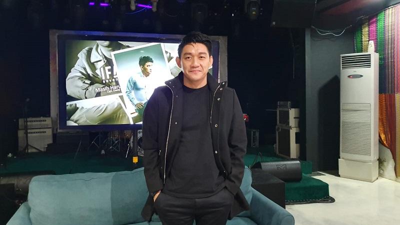 https: img.okezone.com content 2019 12 05 33 2138504 ifan-seventeen-ungkap-percakapannya-dengan-mellya-juniarti-sebelum-bercerai-dengan-uas-jBnqEs68Bf.jpg