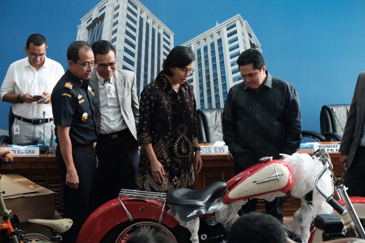 https: img.okezone.com content 2019 12 05 337 2138430 kemenkeu-sampaikan-perkembangan-temuan-moge-di-pesawat-garuda-indonesia-CqaNw56p05.jpg