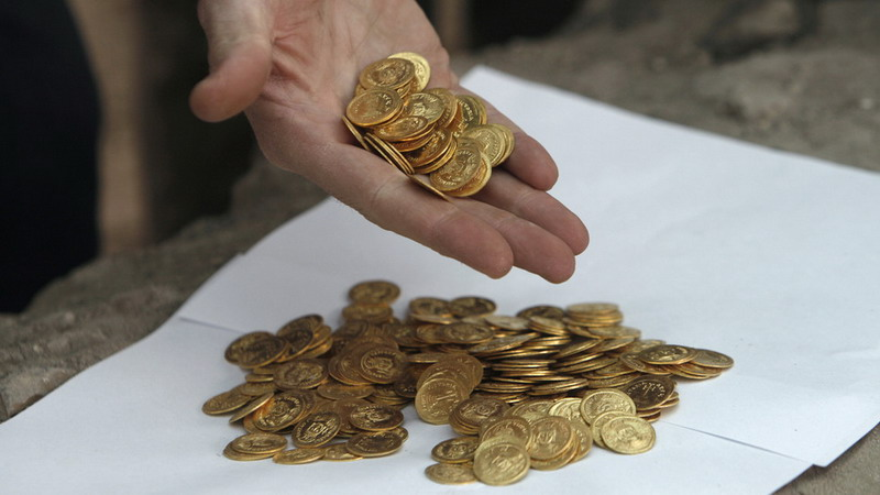 https: img.okezone.com content 2019 12 06 18 2138891 pria-di-india-temukan-ribuan-koin-kuno-setelah-menangi-lotre-miliaran-rupiah-w1kJxsnV86.jpg