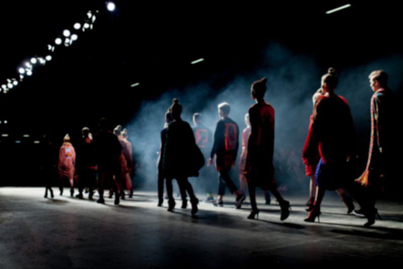 https: img.okezone.com content 2019 12 06 194 2138997 adu-keren-para-supermodel-di-british-fashion-awards-siapa-paling-stunning-pVk1QVl0Lf.jpg
