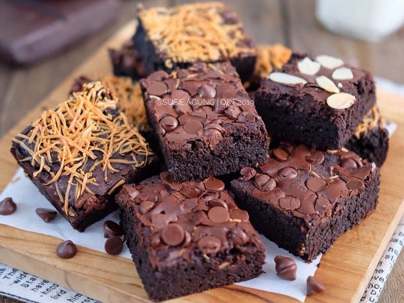 https: img.okezone.com content 2019 12 06 298 2138983 resep-camilan-lekker-holland-dan-chewy-brownies-bikin-momen-akhir-pekan-semakin-manis-N3zsbX0Od5.jpg