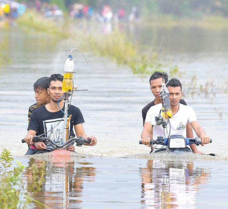 https: img.okezone.com content 2019 12 06 312 2138929 pemuda-ini-ciptakan-motor-amfibi-yang-mampu-libas-sungai-dalam-yne1vnabHo.jpg