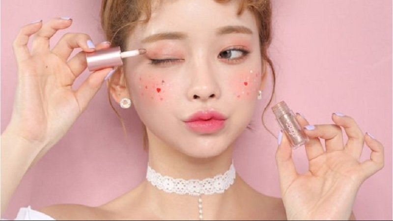 https: img.okezone.com content 2019 12 06 611 2138601 masih-jadi-tren-ini-3-alasan-kosmetik-asal-korea-begitu-digemari-ezvxMg0P0i.jpg