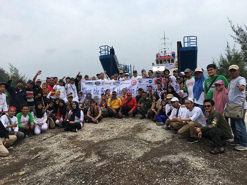 https: img.okezone.com content 2019 12 07 340 2139242 mnc-peduli-wujudkan-pulau-sangiang-bebas-sampah-plastik-4EtmoZHWBz.jpg