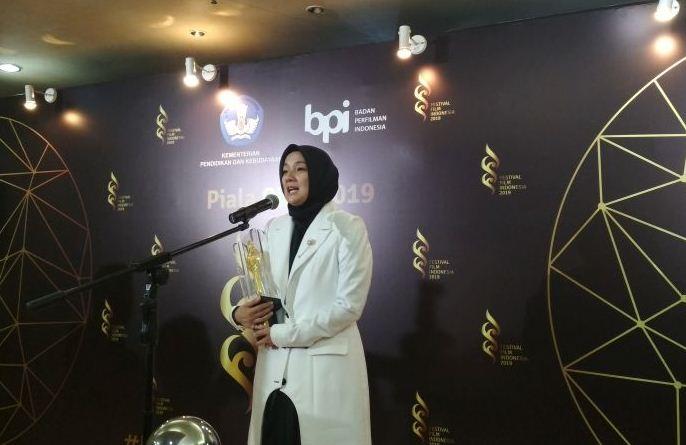 https: img.okezone.com content 2019 12 08 206 2139452 raih-piala-citra-di-festival-film-indonesia-2019-cut-mini-hampir-menangis-F66H6F138w.jpg