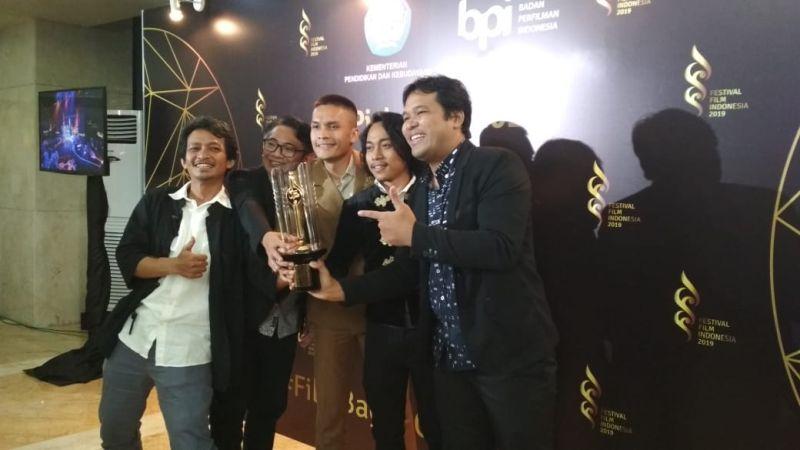 https: img.okezone.com content 2019 12 08 206 2139466 kucumbu-tubuh-indahku-sabet-8-piala-citra-di-festival-film-indonesia-2019-RTKzklgvke.jpg