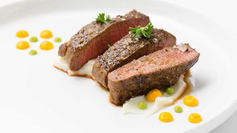 https: img.okezone.com content 2019 12 09 298 2139630 tips-food-plating-agar-sejago-chef-restoran-sudah-lezat-enak-dipandang-QbWFhJ7kDt.jpg