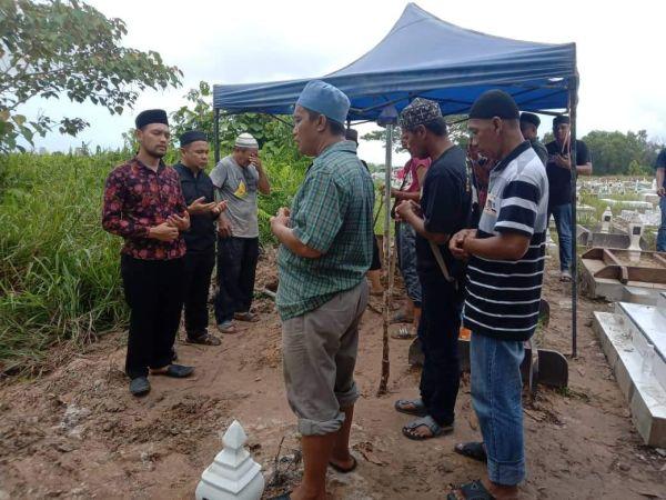 https: img.okezone.com content 2019 12 09 337 2139797 dianggap-mr-x-wni-yang-tewas-di-malaysia-baru-dimakamkan-setelah-52-hari-MywIiOJYZj.jpg