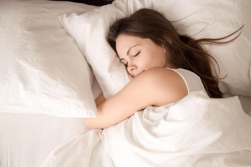 https: img.okezone.com content 2019 12 09 481 2139817 hasil-penelitian-mandi-air-hangat-bisa-cegah-insomnia-Lt3iRwI25n.jpg