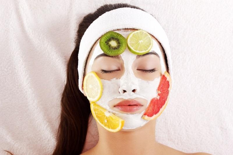 https: img.okezone.com content 2019 12 09 611 2139640 4-masker-alami-dari-buah-untuk-wajah-lebih-cerah-qkeyjVJrLv.jpg