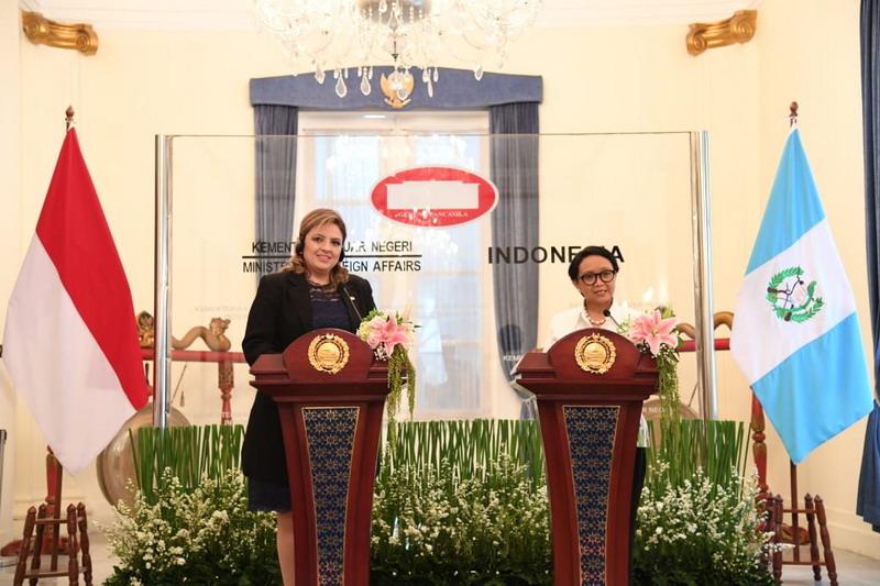 https: img.okezone.com content 2019 12 10 18 2140173 setelah-26-tahun-tutup-guatemala-buka-kembali-kedutaan-besarnya-di-jakarta-siUi32y48q.jpg