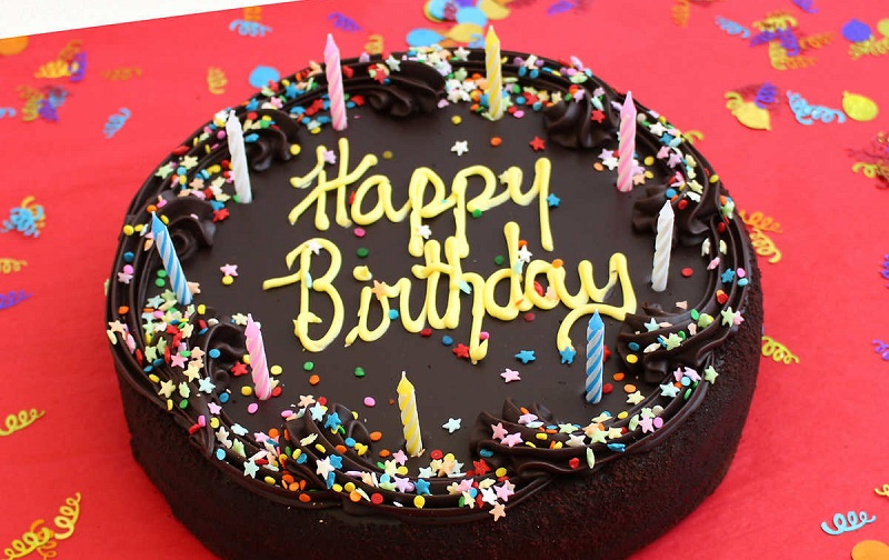 https: img.okezone.com content 2019 12 10 298 2140292 viral-toko-kue-di-depok-larang-tulisan-happy-birthday-netizen-boikot-EXbFLFLYCh.jpg