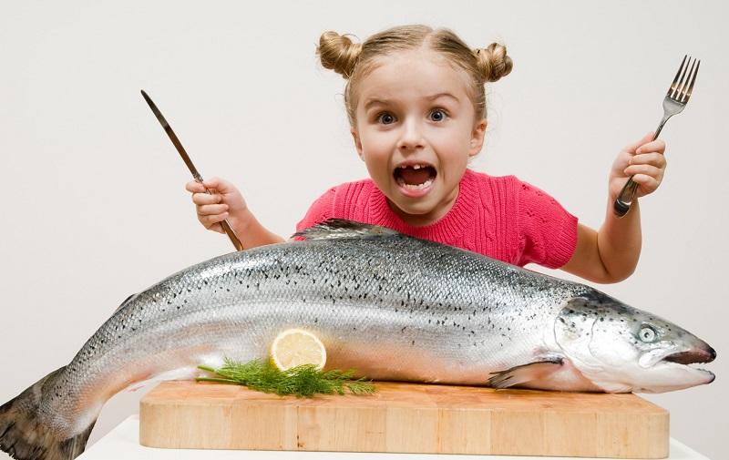 https: img.okezone.com content 2019 12 10 481 2140372 makan-ikan-seminggu-sekali-bikin-si-kecil-lebih-sehat-dan-pintar-WfDidHlmK2.jpg