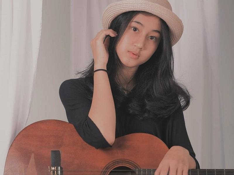 https: img.okezone.com content 2019 12 11 194 2140518 5-gaya-keisya-levronka-yang-terjegal-di-indonesian-idol-2019-polos-menggemaskan-qqJcoZk5XB.jpg