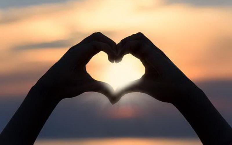 https: img.okezone.com content 2019 12 11 196 2140633 30-tanda-kamu-sedang-jatuh-cinta-dari-yang-sederhana-sampai-serius-yIoF7L3Ape.jpg