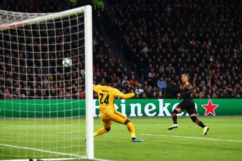Ditumbangkan Valencia 0 1 Ajax Amsterdam Tersingkir Dari Liga Champions Okezone Bola