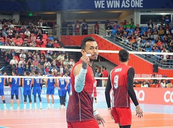 https: img.okezone.com content 2019 12 11 43 2140416 kerap-nyeleneh-di-lapangan-randu-atlet-voli-indonesia-tarik-perhatian-netizen-filipina-YIOa7fpUHw.jpg