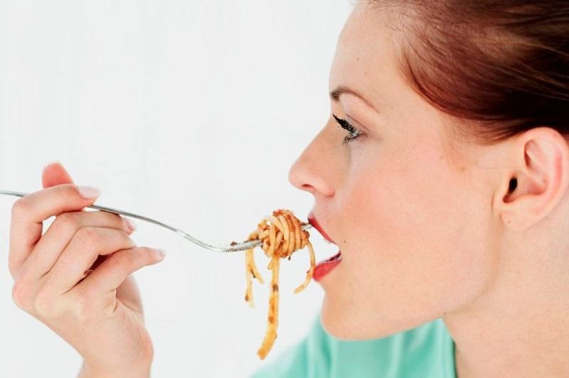https: img.okezone.com content 2019 12 12 481 2141103 batasi-makan-10-jam-sehari-efektif-turunkan-lemak-dan-berat-badan-sp01VNSdyB.jpg