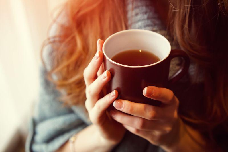 https: img.okezone.com content 2019 12 12 481 2141180 sederet-manfaat-minum-teh-tiap-hari-awas-jangan-kebanyakan-f0FCDigDRj.jpg