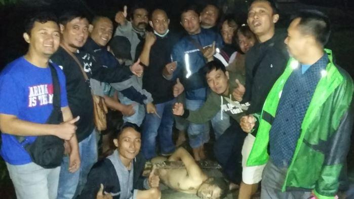 https: img.okezone.com content 2019 12 12 519 2140938 polisi-tangkap-tahanan-polresta-malang-yang-kabur-terpaksa-ditembak-karena-melawan-7OLsUCw21D.JPG
