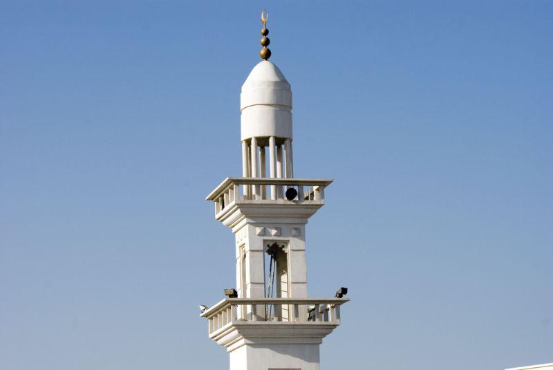 https: img.okezone.com content 2019 12 12 614 2140941 kenapa-suara-azan-isi-khotbah-jumat-sama-di-semua-masjid-abu-dhabi-FsBc7a0g8H.jpg