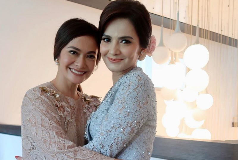 https: img.okezone.com content 2019 12 13 33 2141396 cut-tari-resmi-menikah-lagi-ersa-mayori-panjatkan-doa-HurZlsEpWE.jpg
