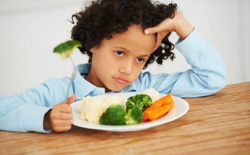 https: img.okezone.com content 2019 12 13 481 2141589 trik-bujuk-anak-mau-konsumsi-makanan-sehat-P9737YkHQV.jpg