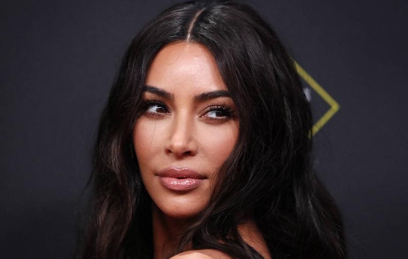 https: img.okezone.com content 2019 12 13 611 2141727 kim-kardashian-geram-fotonya-dipakai-untuk-iklan-vampire-facial-tanpa-izin-vw1EjnANUz.jpg