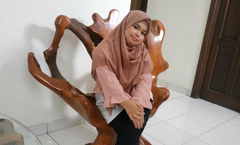 https: img.okezone.com content 2019 12 15 33 2142114 putus-dari-rio-ramadhan-kekeyi-kepincut-brondong-lagi-Jv7g4e0MTQ.jpg