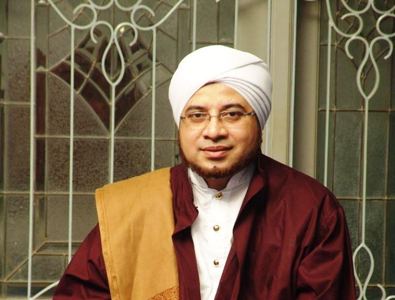 https: img.okezone.com content 2019 12 15 337 2142081 habib-munzir-dakwah-dan-kedamaian-islam-untuk-indonesia-qxMaBQ7KYZ.jpg