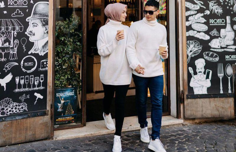 https: img.okezone.com content 2019 12 15 406 2142197 pelukan-manja-citra-kirana-dan-rezky-aditya-honeymoon-ke-italia-gak-mau-lepas-JvyTKHYOKh.jpg