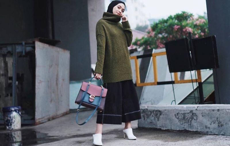 https: img.okezone.com content 2019 12 15 617 2142189 fashion-hijab-untuk-cuaca-dingin-modis-sekaligus-hangatkan-tubuh-Zdki2OG9VA.jpg