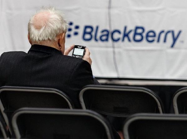 https: img.okezone.com content 2019 12 16 207 2142471 kaleidoskop-techno-2019-lahirnya-ponsel-lipat-foto-lubang-hitam-pertama-hingga-bbm-tutup-usia-4Z7t811b0m.jpg