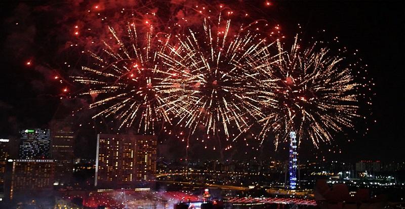 https: img.okezone.com content 2019 12 16 298 2142332 rekomendasi-restoran-rooftop-untuk-nikmati-pemandangan-kembang-api-tahun-baru-Xmak6rmAfO.jpg